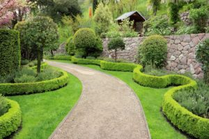 6 ideas for landscaping your property line, wavy hedge