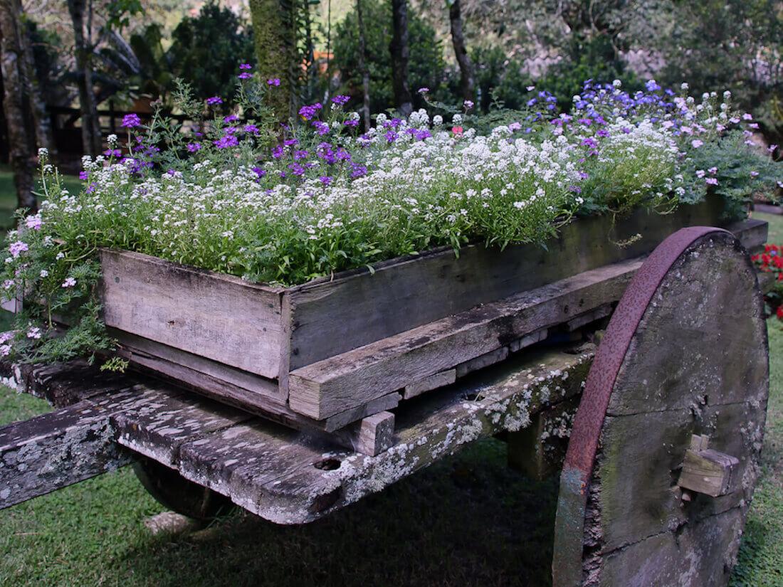 Wagon raised flower bed