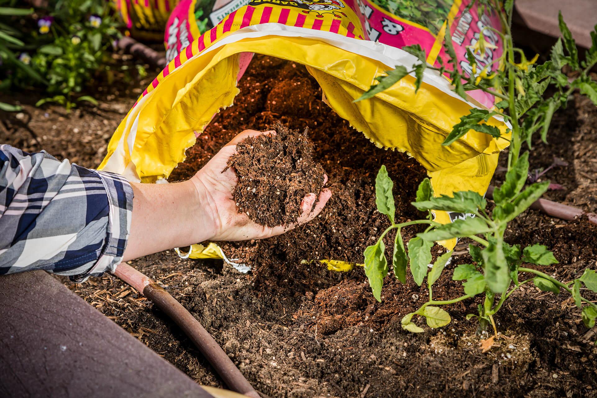 Kellogg Garden Organics Raised Bed Soil
